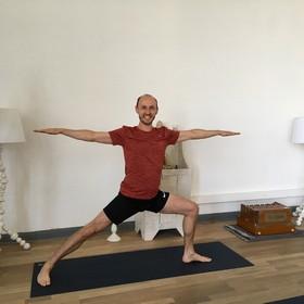 Yoga Düsseldorf, YogaKitchen, Vinyasa-Yogalehrer Andreas Schrick