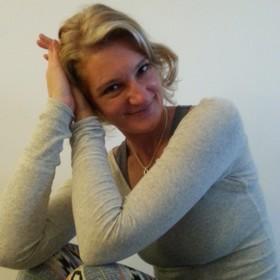 Angela Klingelhöfer, Entspannungspädagogin für Autogenes Training und Progressive Muskelrelaxation in der YogaKitchen Düsseldorf (Oberkassel)
