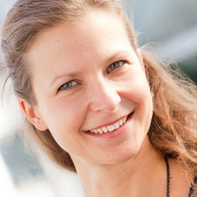 Yoga Düsseldorf, YogaKitchen, Ernährungs- und Lebensbegleitercoach und Vinyasa-Yoga-Lehrerin Anna Maynert
