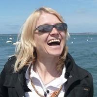 Annette Böhmer (E-RYT 500): Vinyasa Yoga, Jivamukti-Yoga, Personal Training, Thai-Yoga-Massage