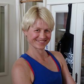 Jivamukti-Yoga für Fortgeschrittene mit Annette Böhmer in der YogaKitchen Düsseldorf (Oberkassel)