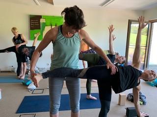 """Yoga Düsseldorf, YogaKitchen, """"Krieger 2"""" mit Annette Böhmer"""
