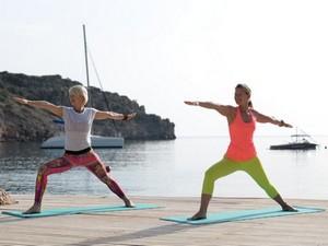 """Yogareise """"Jivamukti-Yoga Retreat"""" im Daios Cove auf Kreta mit Annette Böhmer und Kerstin Franke"""