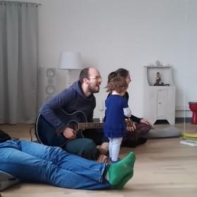 Kirtan mit Benjamin Lux in der YogaKitchen in Düsseldorf (Oberkassel)