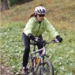Yogareise Yoga und Bike, Yogareise nach Lermoos, Natascha Kießler beim Mountain-biken