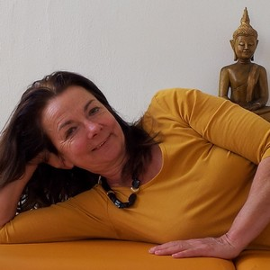 Karin Hoffmann, medizinische Massagen in der YogaKitchen Düsseldorf (Oberkassel)
