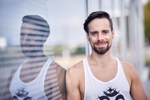 Vinyasa-Yoga mit Marcel Hoyer in der YogaKitchen Düsseldorf (Oberkassel)