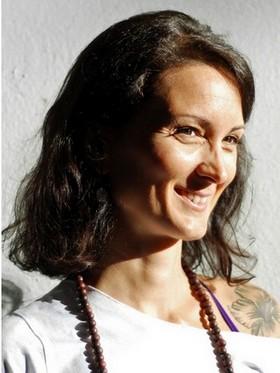 Yoga Düsseldorf, YogaKitchen, Vinyasa-Yogalehrerin Melanie Meller