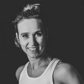 Yoga Düsseldorf, YogaKitchen, Vinyasa-Yoga-Lehrerin Michaela Schulze-Wehninck