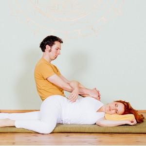 Yoga Düsseldorf, YogaKitchen, Thai-Yoga-Massage Ausbildung mit Tobias Frank
