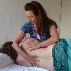 Aromaöl-Massagen während der Schwangerschaft in der YogaKitchen