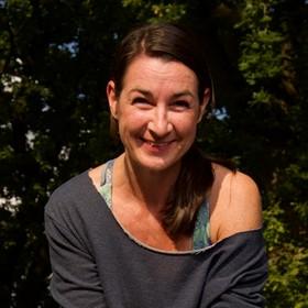 Yoga Düsseldorf, YogaKitchen, Hatha- und Vinyasa-Yogalehrerin Stephanie Kohns