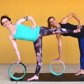 Yoga Düsseldorf, YogaKitchen, Gast-Yogalehrerinnen Jessyca Heinen-Collesei und Brittany McArdell