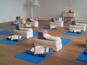 Yoga Düsseldorf, YogaKitchen, Hatha und Vinyasa Yoga in Düsseldorf Oberkassel